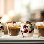 Šokolaadi panna cotta sidrunitarretisega ja maasikavaht marjadega